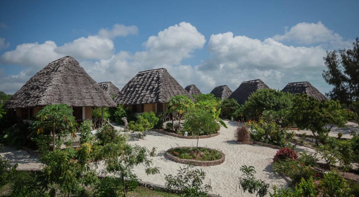 Vista del villaggio con i bungalow del resort.