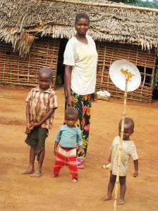 famiglia in foresta di Wamba - R.D.C.