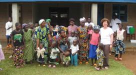 I bambini  delle adozioni a distanza con Suor Roselin e la Presidente S.O.S. Sonia Bonin a Wamba - R.D.C.