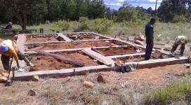 aprile 2015 lavori per la costruzione dell'ufficio e punto vendita del Progetto avicolo di Makalala (Tanzania)